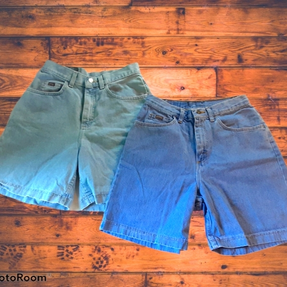 2 for $20 Vintage 90s Mid Length Size 10 Shorts
